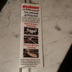 NWT. WiseHooker Clean-n-Flip Grilling Tool